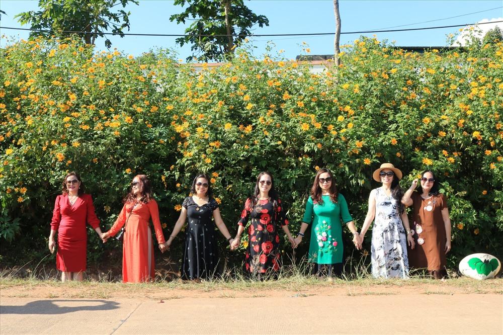 Con đường hoa dã quỳ do Quỹ Phát triển những con đường hoa tỉnh Quảng Trị phát động, Trung đoàn 52 hưởng ứng (đường Hồ Chí Minh đoạn đi qua xã Hướng Phùng, Hướng Hóa, Quảng Trị).