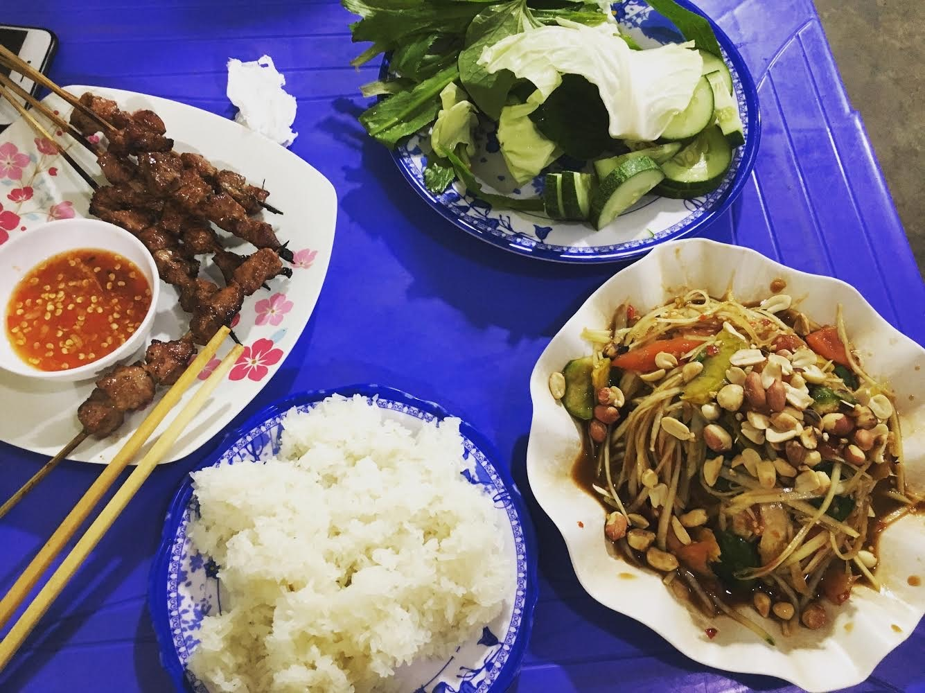 Món xụm đu đủ hội tụ đủ hương vị, màu sắc như sự đa dạng của văn hóa Lào.