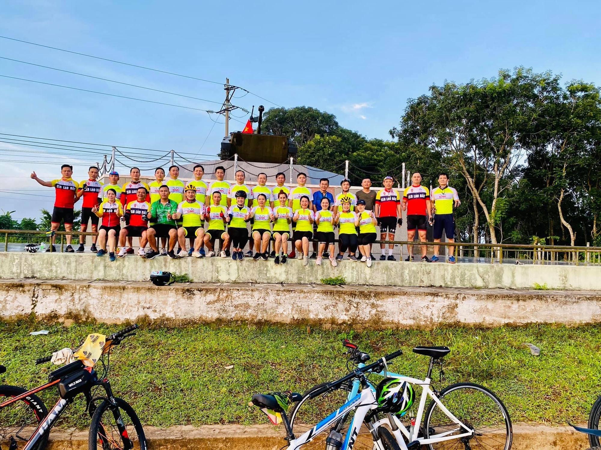 Nhóm xe đạp Family tại Căn cứ Làng Vây ( Tân Long, Hướng Hóa, Quảng Trị