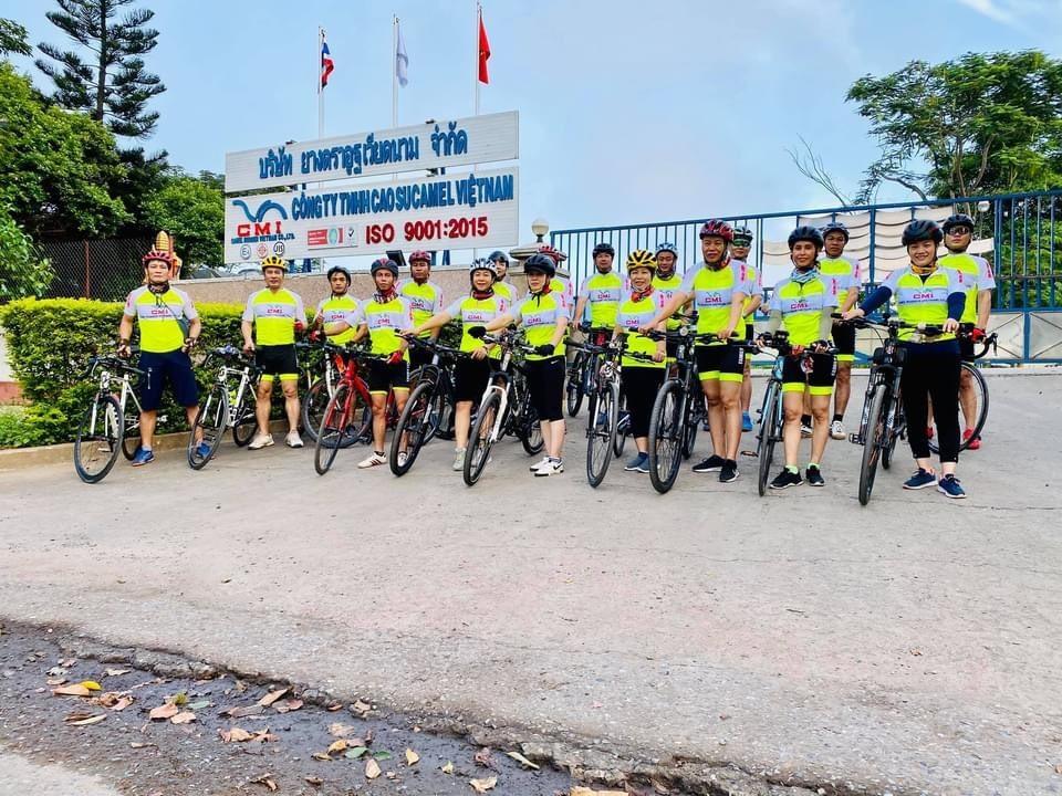 Nhóm xe đạp Family tại Công ty TNHH Cao su Camel Việt Nam (Lao Bảo Hướng Hóa, Quảng Trị)