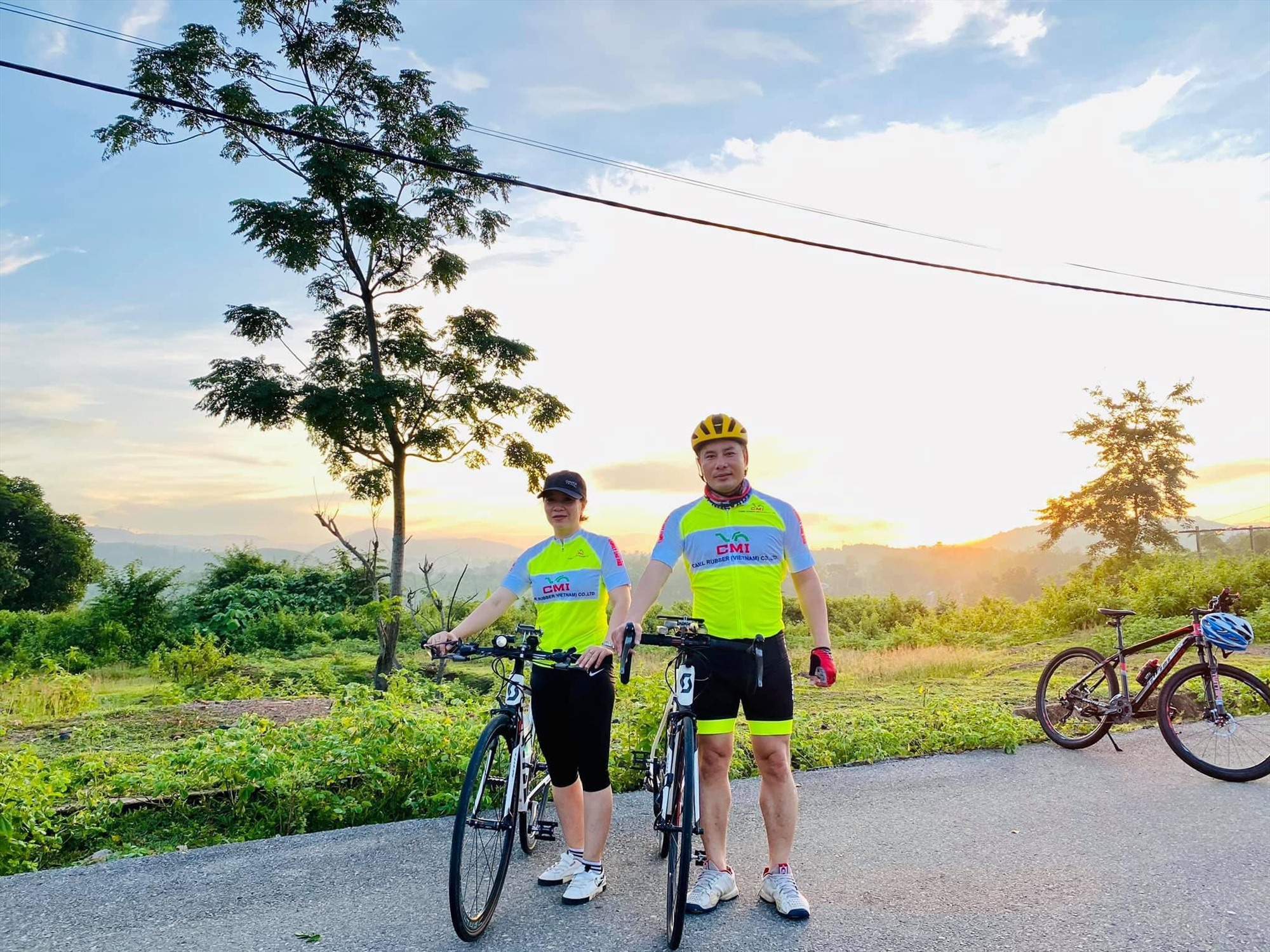 Một trong những cặp vợ chồng của nhóm xe đạp Family
