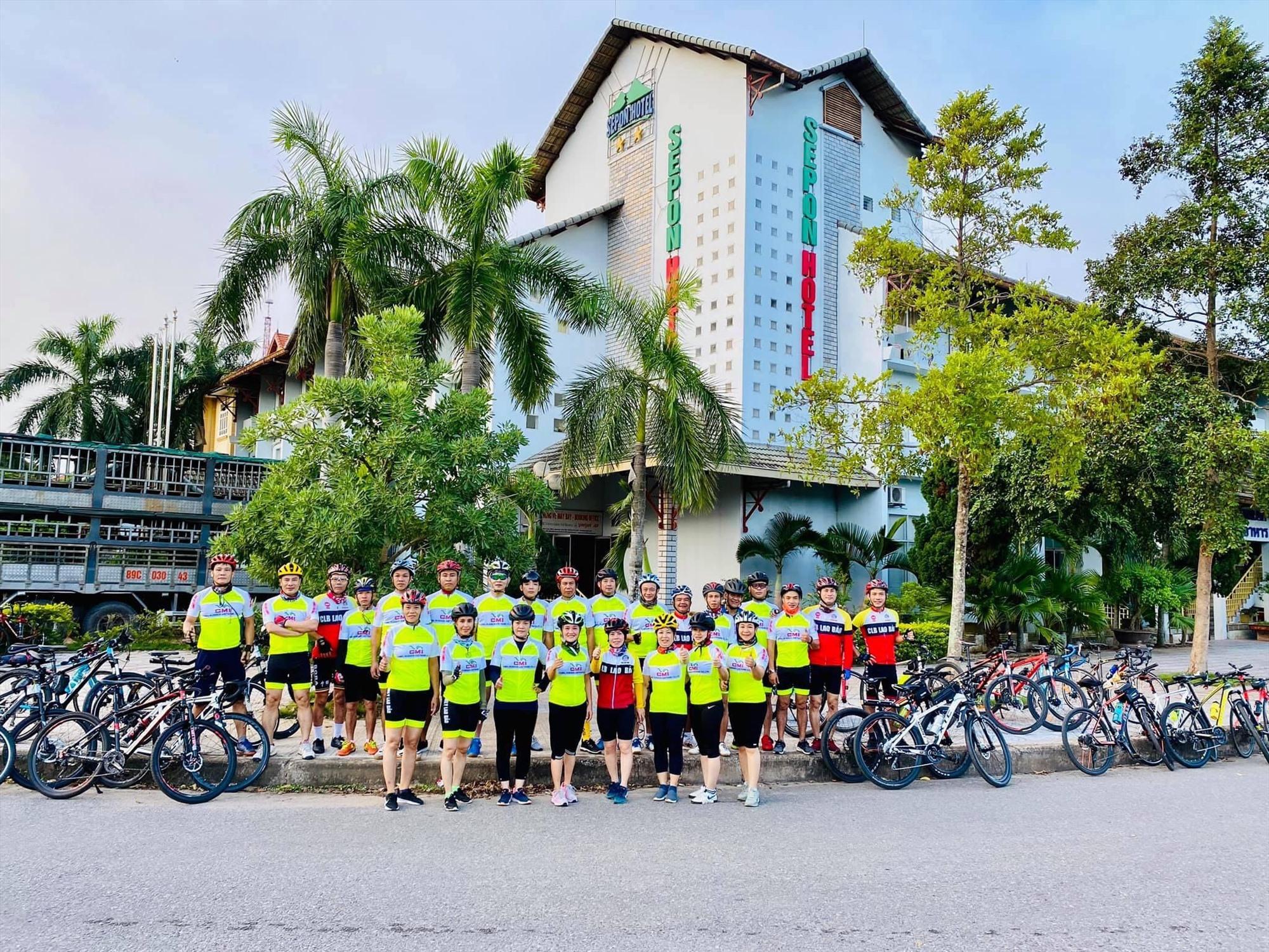 Nhóm xe đạp Family khách sạn Sê Pôn (Lao Bảo Hướng Hóa, Quảng Trị)