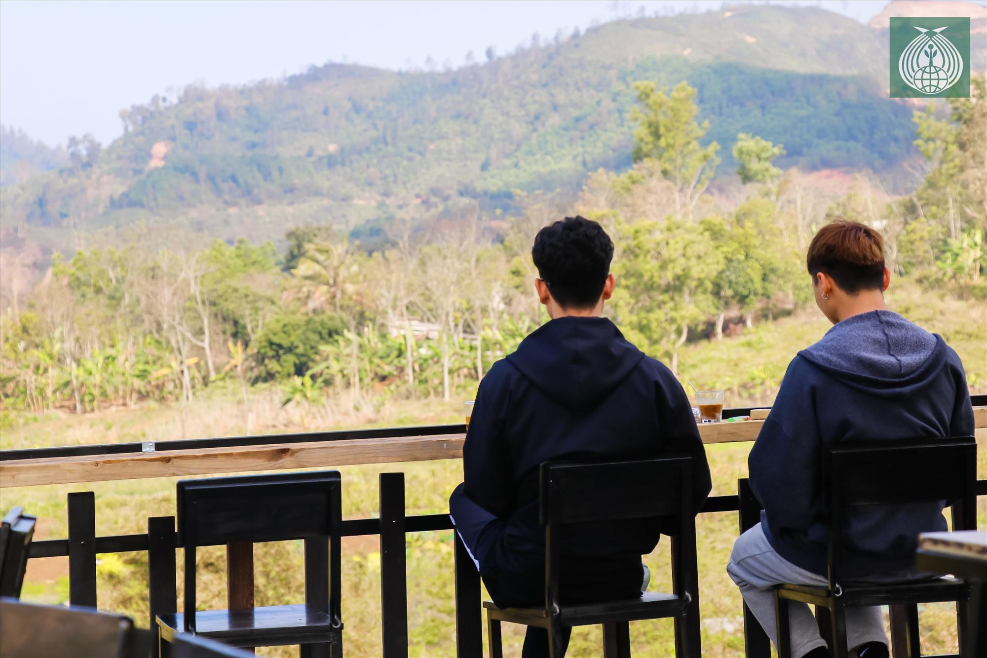Với khung cảnh đồi núi tự nhiên vốn có ở vùng núi, đây là địa điểm lý tưởng cho người yêu thiên nhiên.