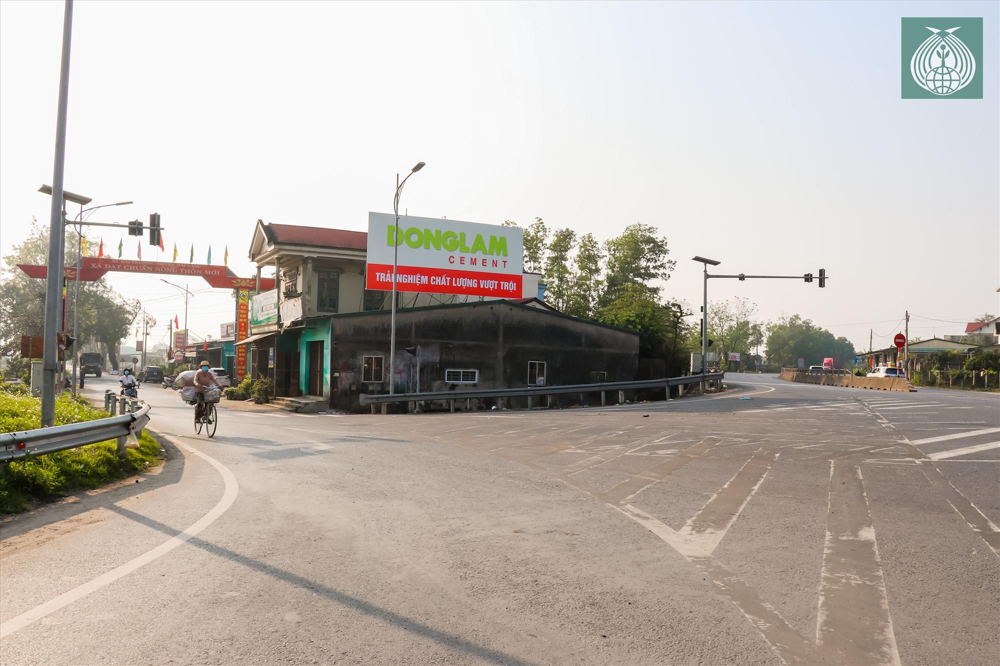 Ngã ba giao với Quốc lộ 1A dẫn vào con đường làng Đại An Khê.
